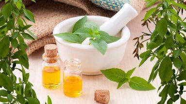 Parfum selber machen: Duftöle in kleinen Fläschchen
