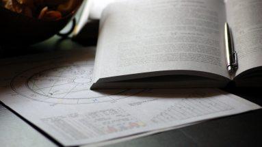 Duft-Horoskop: Buch und Notizen zur Astrologie