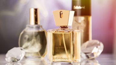 Parfüms für den Winter: 3 Parfümflakons auf Tisch